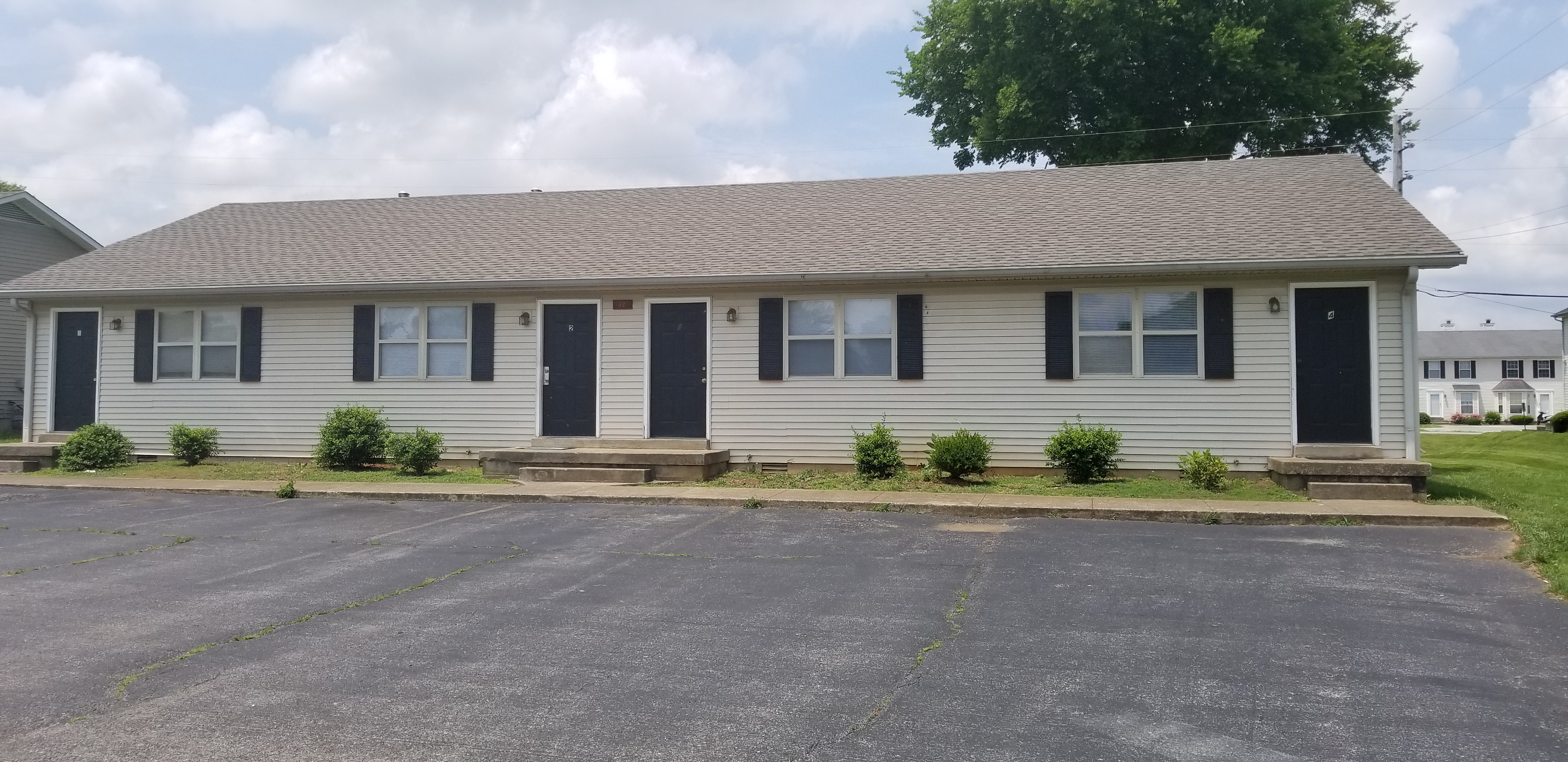1325 Kenilwood Way Bowling Green, KY 42101